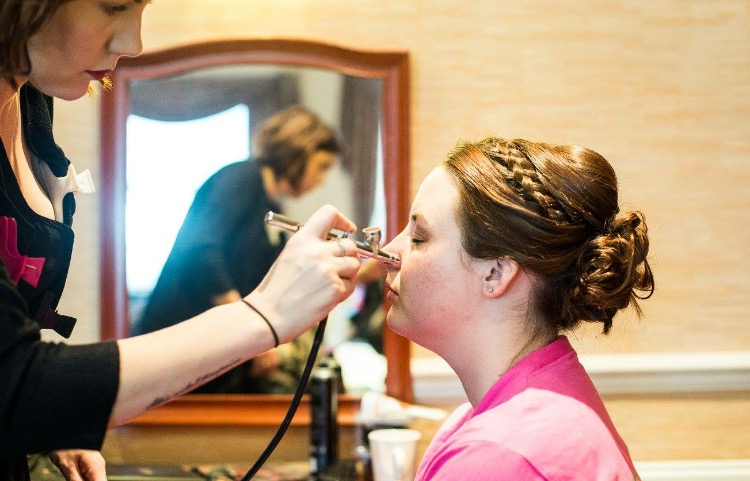 What is airbrush make up?