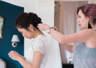 fixing brides veil under wedding hair by pretty please by katie